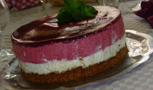 Bavarois aux Fruits Rouges, Mousse de Chocolat Blanc et Spéculoos