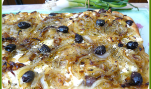 Pizza aux oignons confits et stracchino