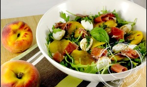 Salade caprese de pêche et jambon de Parme à la Jamie Oliver