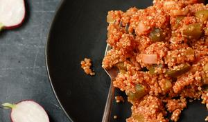 Salade de quinoa au jus de tomate et aux légumes
