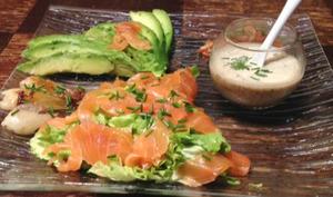 Salade au saumon fumé et à l'avocat