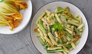 Pâtes aux fleurs de courgettes et à l'origan frais