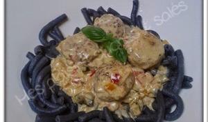 Rigatoni noirs, boulettes de veau et crème aux trois poivrons