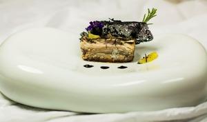 Terrine de maquereau aux herbes brûlées - condiment olives fumées