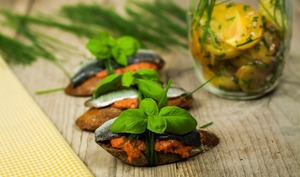 Bruschette de sardines et dips poivron amande
