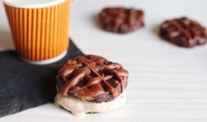 Cookies façon sandwichs glacés, double chocolat, noisettes et vanille