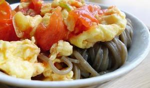 Nouilles sauce tomates et œufs