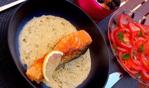 Repas à 350 kcal : Saumon à l'oseille et brocoli, carpaccio de tomates et fromage frais aux mûres