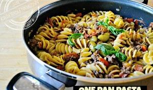 One pan pasta de fusilloni à la bolognaise chorizo et légumes