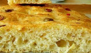 Focaccia au romarin et olives