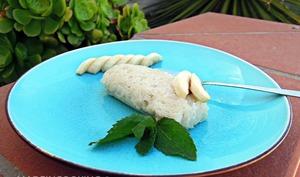 Gâteau de riz gluant au lait de coco et à la banane