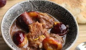 Porc mijoté aux prunes de Namur et à la bière brune