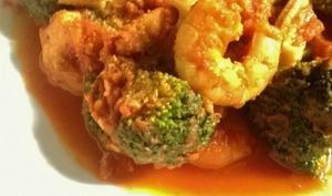 Crevettes sautées au curry tomates et brocolis