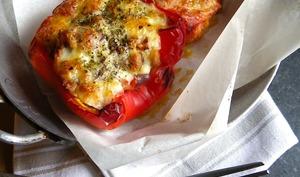Poivrons farcis aux tomates, aubergine zébrée et jambon fumé