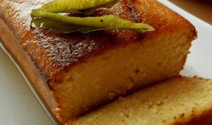 Gâteau de polenta au citron et sirop de verveine.