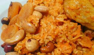 Riz au poulet et fruits secs.