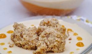 Panna cotta au Dulcey de Valrhona sur coulis d'abricot et streusel de noisette