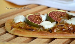 Pizzetta aux figues, oignons confits et chèvre