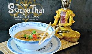 Soupe thai d'araignée de porc et lait de coco