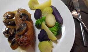 Escalopes de porc en roulade de jambon, au fromage, à la bière et aux champignons
