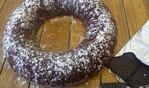 Cake au chocolat avec des jaunes d'œufs