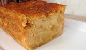 Gâteau aux pommes caramélisées et sirop d'érable