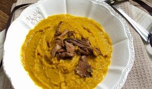 Soupe crémeuse au potimarron, carottes et girolles