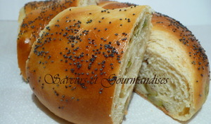 Pain en couronne aux fromage et olives