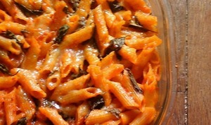 Gratin de pâtes tomates mozzarella basilic