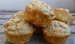 Muffins salés au poulet cajun et cacahuètes