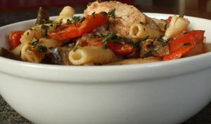 Macaroni au poulet grillés et ses légumes épicés