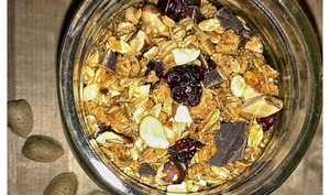Granola cranberries, chocolat et noix