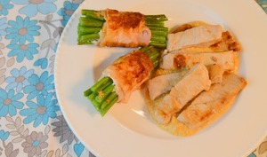 Escalopes de veau à la crème de girolles et ballotins d'haricots verts au bacon