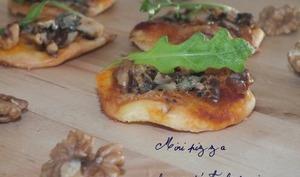Mini pizza fourme d'Ambert-noix