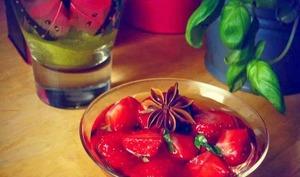 Soupe fraîche de fraises au sirop de basilic et badiane