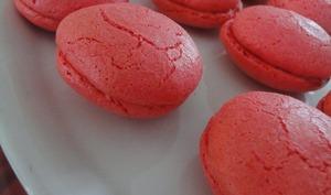 Macarons craquelés au foie gras et chutney d'oignons rouges au miel
