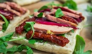 Bruschetta foie gras magret de canard tomates séchées