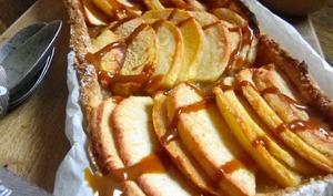 Tarte fine aux pommes, coing et confiture de lait