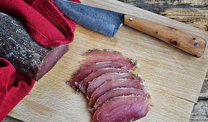 Mignon de porc séché au poivre