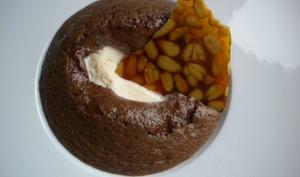 Mousse au chocolat chaude, glace vanille et nougatine aux pignons de pin