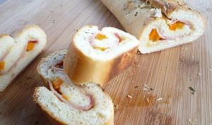 Stromboli au jambon cuit, poivron orange et fromage râpé