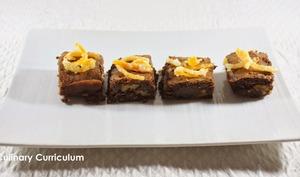 Brownies chocolat noir, noix et écorces d'oranges confites