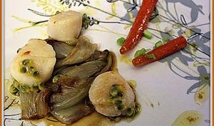 Noix de Saint-Jacques aux chicons caramélisés, carottes glacées et fruits de la passion