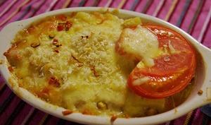 Gratin de saumon aux pommes de terre, fromage, fines herbes