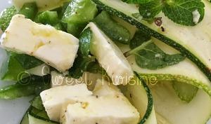 La salade de courgettes à la menthe et au piment