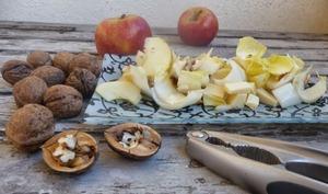 Salade d'endives aux pommes emmental et noix