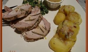 Filet de porc vapeur, pommes de terre fondantes et sauce aux champignons