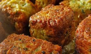 Croquettes aux pois chiches, sauce tzatziki au yaourt, concombre, coriandre - végétarien