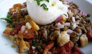 Salade de lentilles du Puy à la lyonnaise