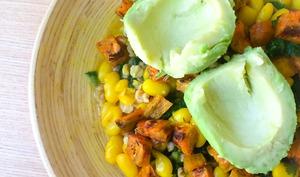 Curry de haricots blancs, chou kale et fanes de navet, patate douce rôtie